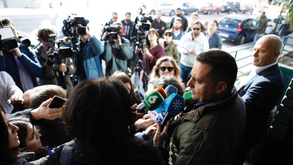 Antolín Goya, líder sindical de los estibadores tras la reunión. CARLOS ROSILLO | ATLAS