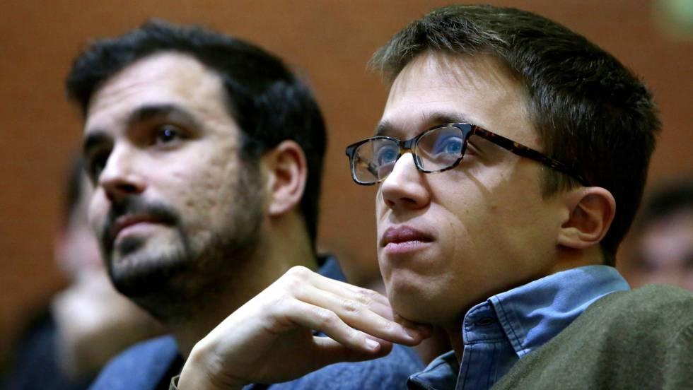 Íñigo Errejón, 'número dos' de Podemos, junto a Alberto Garzón, líder de IU, en un congreso de CC OO. JAIME VILLANUEVA (EL PAÍS)