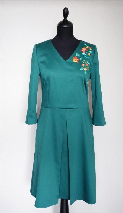 Классическое платье с вышивкой