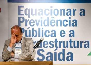 O ministro de Minas e Energia, Fernando Coelho FIlho, ao lado do senador e ministro Eduardo Braga. O senador Fernando Bezerra, do lado esquerdo, acompanha audiência sobre a privatização da Eletrobrás
