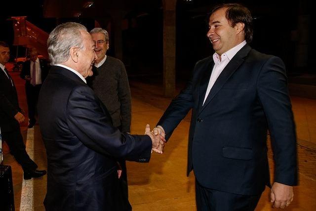 Presidente da República, Michel Temer é recebido pelo presidente da Câmara, deputado Rodrigo Maia na base aérea de Brasília - Marcos Corrêa/PR