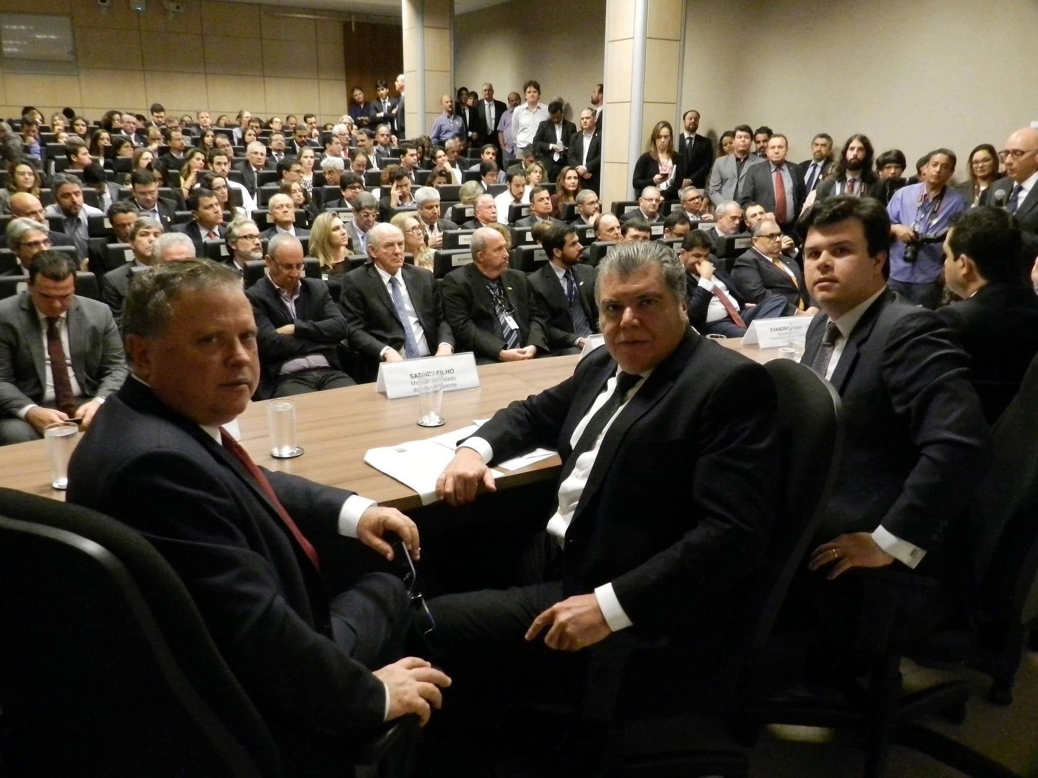 Ministro Sarney Filho, juntamente com os ministros Fernando Coelho Filho (Minas e Energia) e Blairo Maggi (Agricultura), apresenta política para biocombustíveis. Foto: Paulo de Araújo/MMA