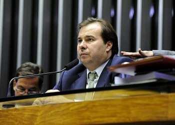 Presidente da Câmara, Maia trava tramitação de MPs
