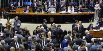 Deputados aprovaram proposta que prevê metas anuais de redução de emissões de gases e a venda de créditos de descarbonização  - Foto: Luis Macedo/Câmara dos Deputados