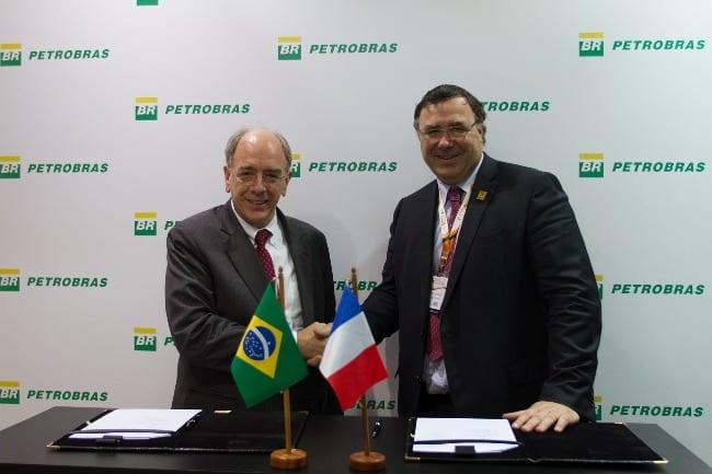 O presidente da Petrobras Pedro Parente e o presidente da Total Patrick Pouyanné assinam memorando de entendimento para consolidação de uma aliança estratégica nos segmentos de Exploração & Produção (E&P) e Gás & Energia (G&E) no Brasil e oportunidades potenciais no exterior - Foto: Flavio Emanuel/Agência Petrobras