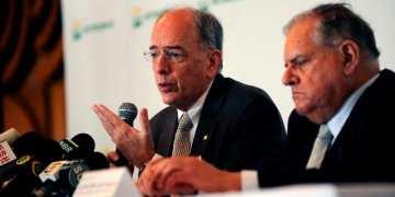 Presidente da Petrobras, Pedro Parente, e o presidente do Conselho de Administração da Petrobras, Luiz Nelson Guedes de Carvalho, durante coletiva de imprensa após a cerimônia de transferência de cargo. Foto: Stéferson Faria/Petrobras