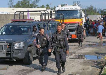 O Gabinete de Gestão da Crise (GGC) determinou que a Polícia Militar (PM) faça a escolta de cinco caminhões-tanques para abastecer o BRT, sistema de ônibus expresso por corredores.