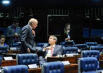 Plenário do Senado Federal durante sessão deliberativa ordinária.    Participam:  senador José Serra (PSDB-SP);  senador Lindbergh Farias (PT-RJ);  senadora Maria do Carmo Alves (DEM-SE).