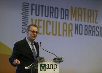 O ministro de Minas e Energia, Bento Albuquerque, fala durante o Seminário Futuro da Matriz Veicular no Brasil, no Rio de Janeiro.