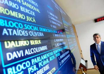 Senador Romero Jucá (PMDB-RR) registra presença no painel eletrônico. Foto: Marcos Oliveira/Agência Senado