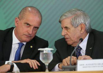 Os ministros da Casa Civil, Onyx Lorenzoni, e do GSI, General Augusto Heleno, anunciam novas medidas para atender o setor de transporte de cargas do país.