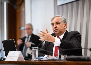 Presidente da CDR, senador Izalci Lucas se mostrou preocupado com o impacto da flutuação do custo dos combustíveis e favorável à criação de um fundo de estabilização de preços. Foto: Edilson Rodrigues/Agência Senado