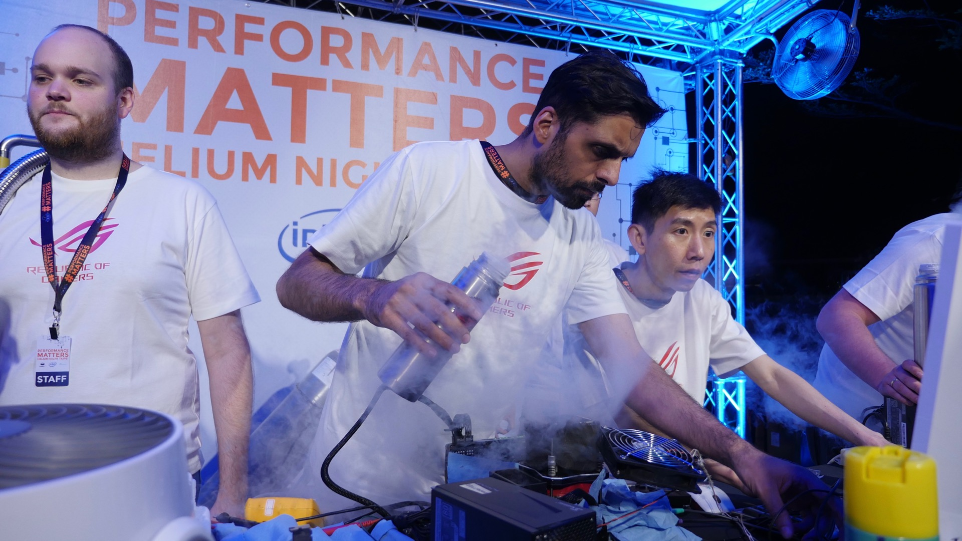 Helium Night Taipei - Liquid Nitrogen overclocking