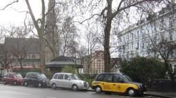 Takseja parkissa Belgrave roadin päässä