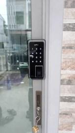 Digital door lock สำหรับประตูบานเลื่อนแบบบานชิดมุม ปิดด้านข้าง บานอลูมิเนียม