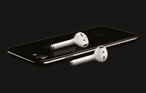 iPhone7 Jet Black with Airpods