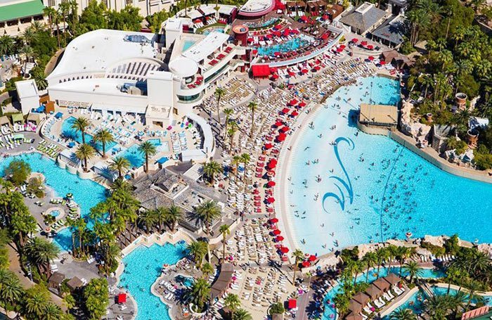 This oasis features four large sections of pool area totaling 19,000 square feet. Pinakamabilis Mandalay Bay Pool Party