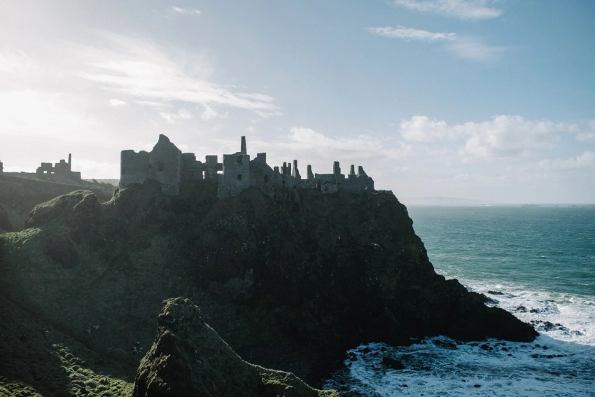 Dunluce Castle Engagement Photographer_0001.jpg