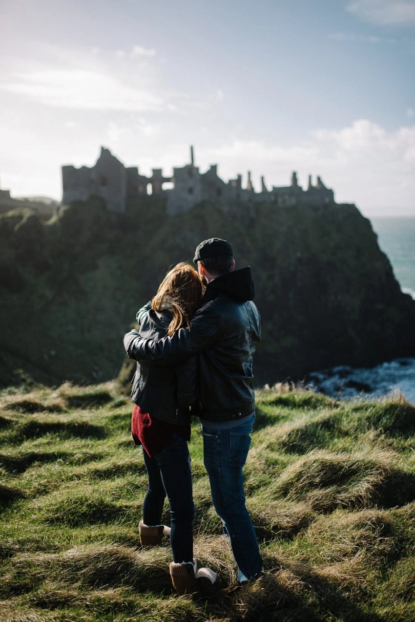 Dunluce Castle Engagement Photographer_0002.jpg