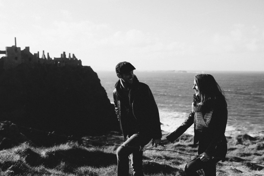 Dunluce Castle Engagement Photographer_0014.jpg