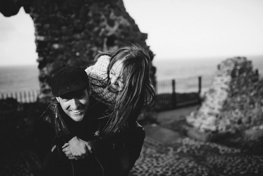 Dunluce Castle Engagement Photographer_0017.jpg