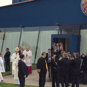 https://ucatholic.com/news/pope-francis-changes-for-mass-in-bolivian-burger-king/