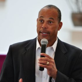 Darrell Miller, a former major league baseball player and director of the league's Urban Youth Academy, speaks at a Catholic Men of Faith Conference March 7 at St. Philip Church in Franklin, Tenn. (CNS photo/Andy Telli, Tennessee Register) See FAITH-MEN March 16, 2015.