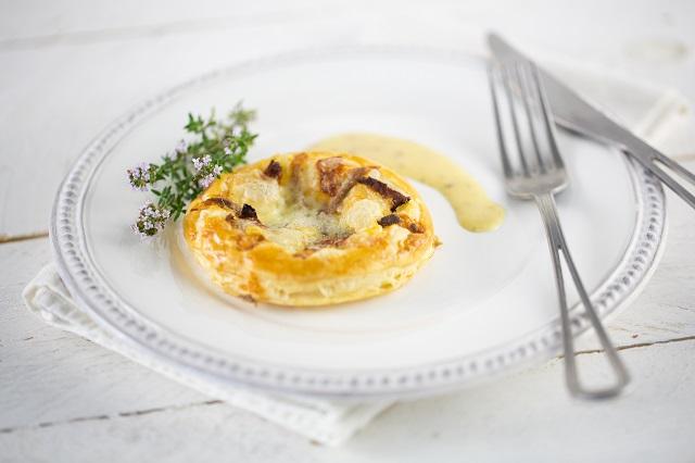 Tarte fine aux anchoix et reblochon