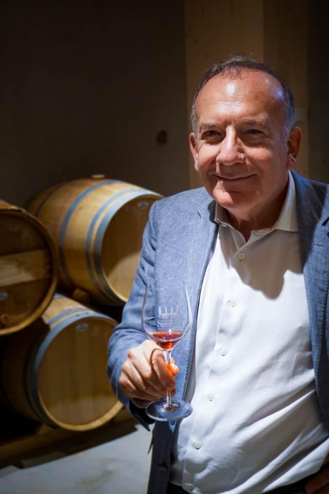 Pierre Gattaz, dans le chai à barriques du Château de Sannes. Photo : Agence Capitano/Co