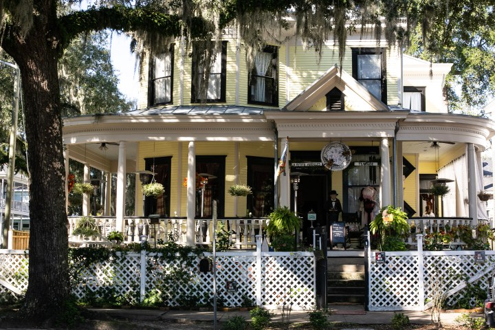 A Review of Savannah's Newest Teahouse: La Petite Abeilles