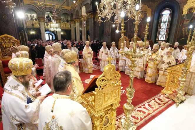 Mai-mulți-ierarhi-s-au-rugat-împreună-cu-Patriarhul-României-la-11-ani-de-la-întronizare-s-4.x71918