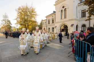 iasi-22-ierarhi-la-sfanta-liturghie-Sf-Parascheva-5.x71918