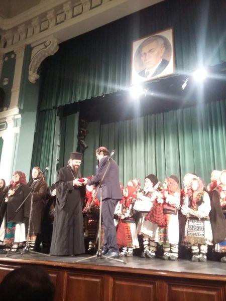 P.S. Macarie Drăgoi a primit cea mai înaltă distincție culturală a Bistriței:Să mă primiți ca pe un episcop colindător, plecat departe din acest colț de rai transilvan spre țările nordice unde îi colind pe români, întărindu-i în identitatea lor românească