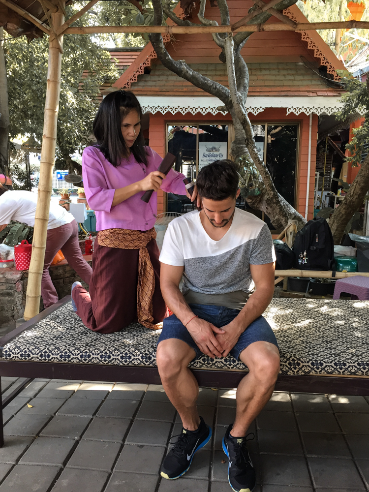 Chiang Mai Klopfmassage Silberfarbener Tempel