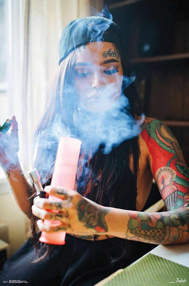 Ganja Girl Wallpaper Inked Magazine Smoke Tatuaże Plakat Sklep Eplakaty Pl