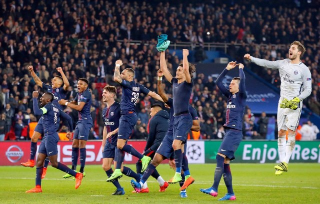 PSG celebrate vs Barcelona