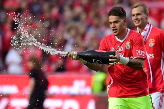 Ederson Celebrates winning Portuguese league