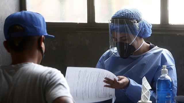 DETECCIÓN. Solo en Colombia han detectado 154 mil 277 casos de COVID-19. | Foto: Efe/Luis Eduardo Noriega A.
