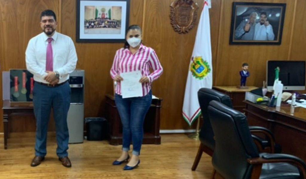 Alcaldesa huatusqueña busca más beneficios para la educación.