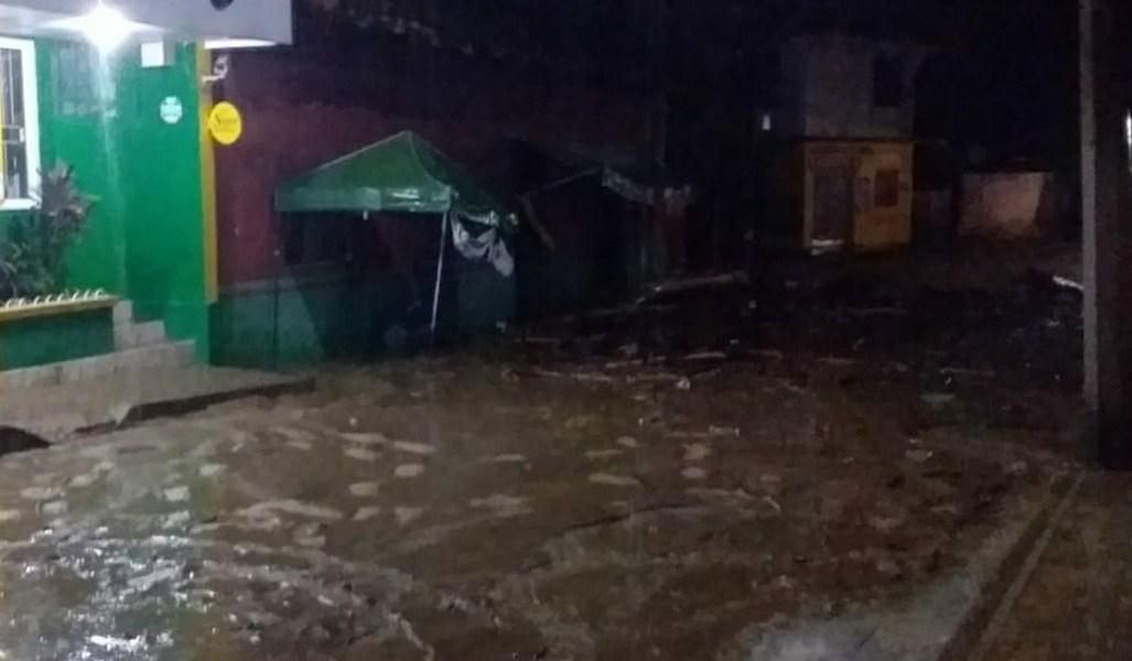 Se inunda el municipio de Coyutla.