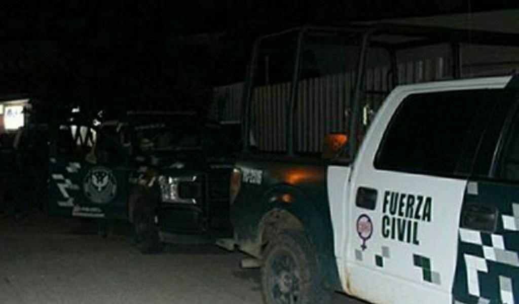 Dos oficiales de la Fuerza Civil perdieron la vida, al volcarse la unidad en que viajaban.