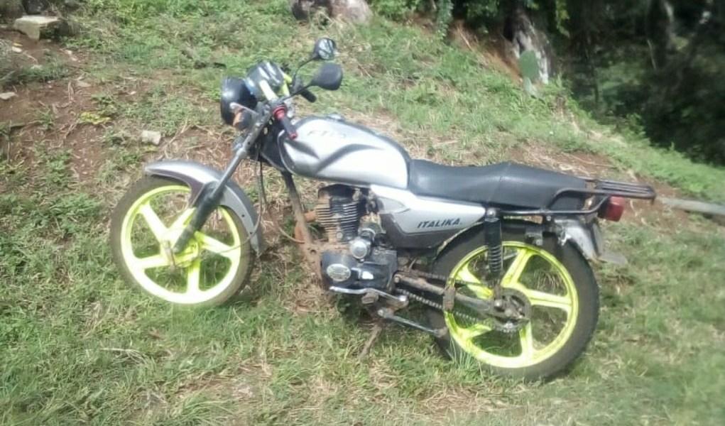 POLICÍA ASEGURA MOTOCICLETA