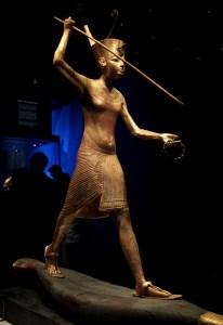 Poklady z Tutanchamonovy hrobky míří mimo Egypt.  Vystavují je v Paříži