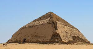 Lomená pyramida v Egyptě se poprvé otevřela veřejnosti