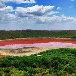 50 tisíc let staré jezero náhle změnilo barvu na krvavě rudou! Snaží se planeta vyslat zprávu?
