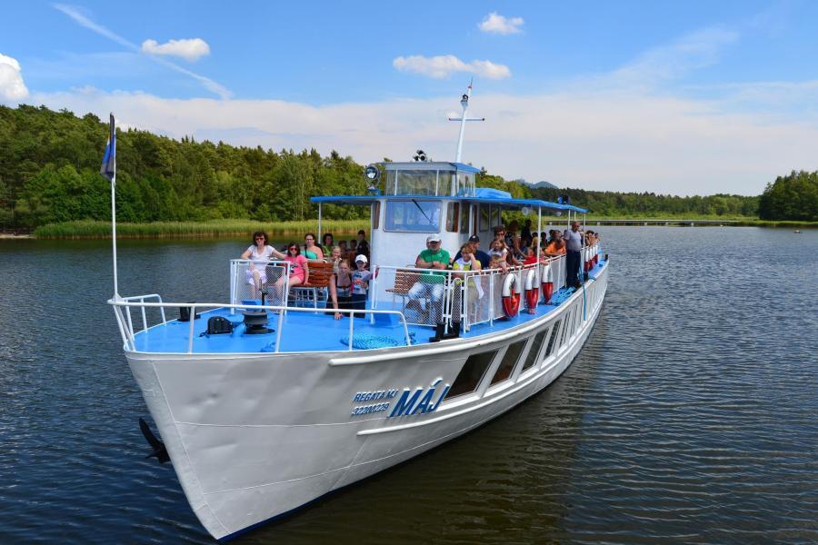 Poznejte Máchovo jezero z lodi