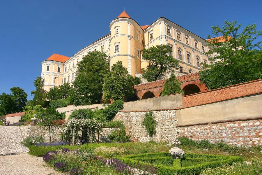 Obnovené zámecké zahrady v Mikulově