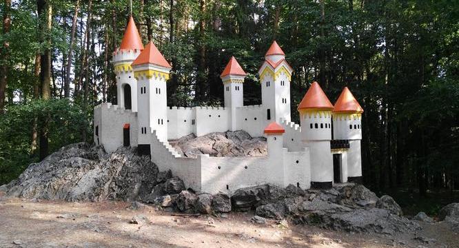 Objevte malinký hrádek ve Slatiňanech