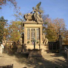 Tajemství vyšehradského hřbitova: Proč se Neruda musel stěhovat ze Slavína?