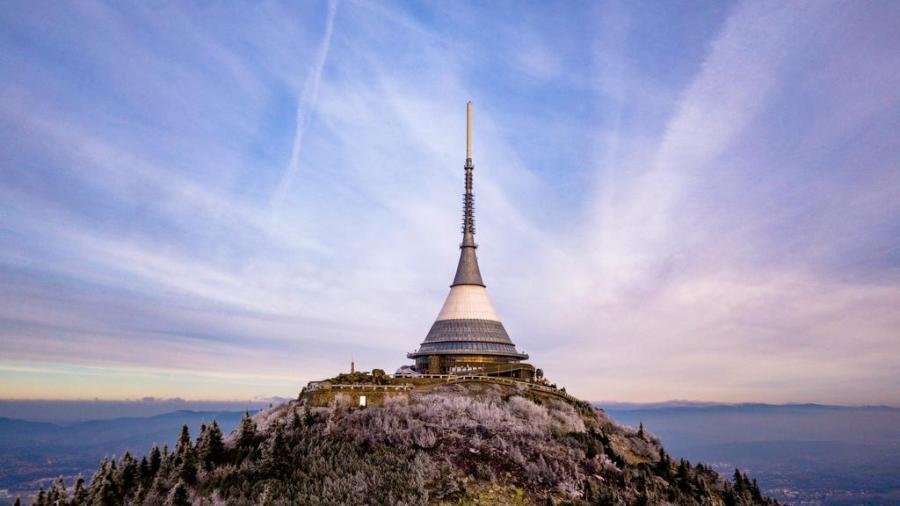 Věž na Ještědu: Chlouba moderní architektury ve tvaru kužele